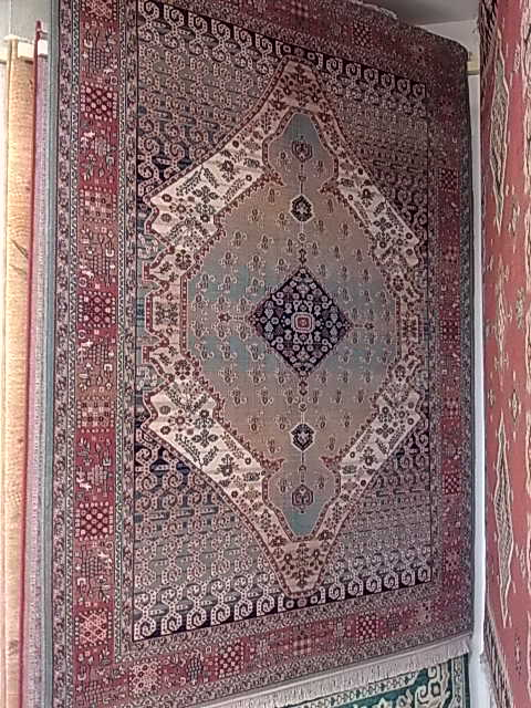 Guardar alfombras en verano ropa de hogar tapicer as for Tapicerias castano